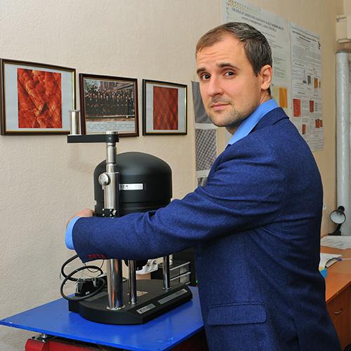 Антон Сененко, Старший науковий співробітник Інституту фізики НАН України, кандидат фізико-математичних наук